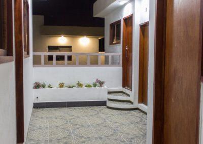 Detalle-23-noche-acceso-pasillo