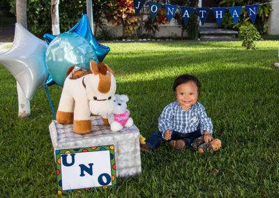 imagen-fotografo-cuernavaca-sesion-infantil-cumpleaños-jonathan-sentado